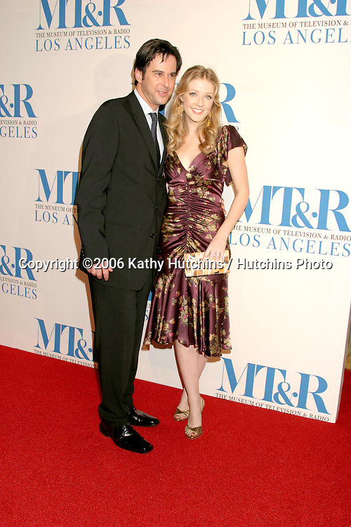 Jonathan Silverman & Jennifer Finnigan.Museum of TV & Radio Annual Gala IHO Les Moonves and Jerry Bruckheimer.Regent Beverly Wilshire Hotel.Beverly Hills, CA.October 30, 2006.©2006 Kathy Hutchins / Hutchins Photo....