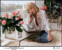 Prod DB © Gaumont / DR<br /> LE TELEPHONE ROSE (LE TELEPHONE ROSE) de Edouard Molinaro 1975 FRA<br /> avec Mireille Darc<br /> scenario de Francis Veber