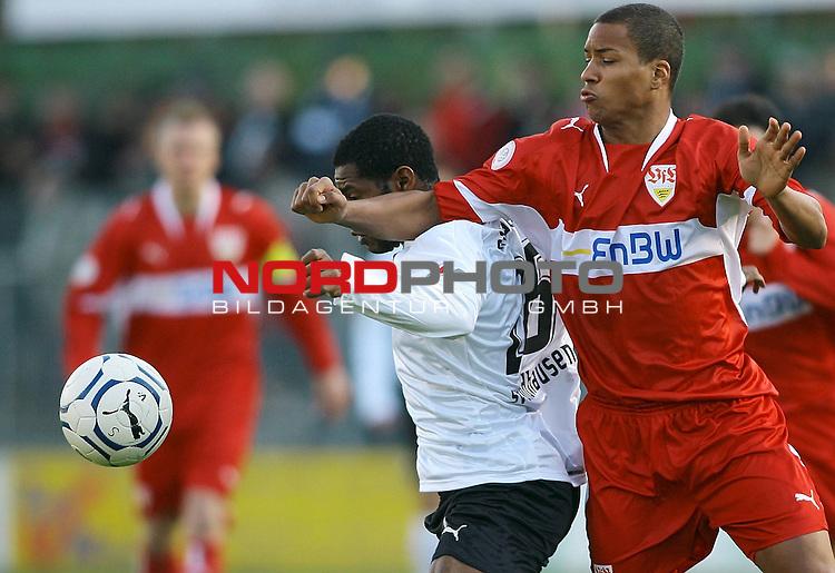 Fussball, Regionalliga S&uuml;d, Saison 2007/08, 17. Spieltag, SV Sandhausen vs. VfB Stuttgart II.<br /> <br /> Emmanuel Akwuegbu (Sandhausen # 26) im Zweikampf mit David Pisot (Stuttgart # 4).<br /> Foto &copy; nph (  nordphoto  )<br /> <br />  *** Local Caption ***