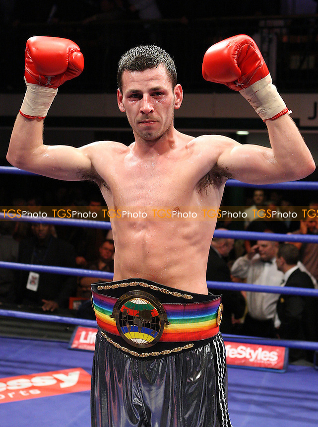 Darren Barker (Barnet, silver shorts) defeats Steven Bendall (Coventry, light blue shorts) in a Middleweight contest for the Commonwealth (British Empire) Title at York Hall, promoted by Hennessy Sports - 22/02/08 - MANDATORY CREDIT: Gavin Ellis/TGSPHOTO. Self-Billing applies where appropriate. NO UNPAID USE. Tel: 0845 094 6026