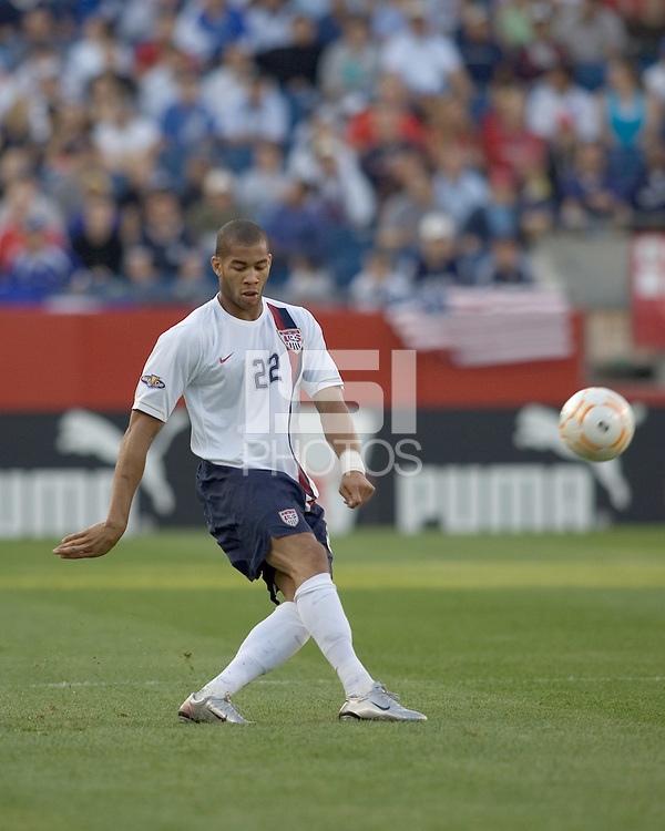 Oguchi Onyewu (United States, white shirt) passes. The United States defeated El Salvador, 4-0, in the first round of the CONCACAF Gold Cup, in Gillette Stadium, Tuesday, June 12, 2007.