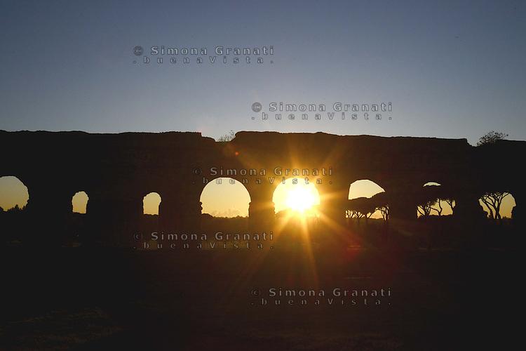 Roma, 6 Dicembre 2012.Parco degli Acquedotti.Tramonto