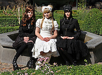 Gothic Lolita's  bezoeken het Summer Darkness Festival in Utrecht