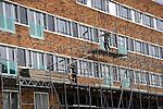 LELYSTAD - In Lelystad wordt het het door Dura Vermeer gebouwde woonzorgwelzijnscomplex De HanzeBorg langzaam uit de steigers gehaald. Het door EGM Architecten uit Dordrecht in opdracht van Centrada in Lelystad gebouwde complex gaat ondermeer ruimte bieden aan 46 huurwoningen, 48 zorgappartementen en vier kleinschalige groepswoningen voor elk zes dementerende ouderen. Het gebouw krijgt een oppervlakte van 14.000 m2 en moet volgend voorjaar klaar zijn.  COPYRIGHT TON BORSBOOM