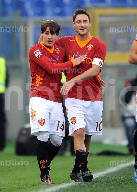 FUSSBALL INTERNATIONAL   SERIE A   SAISON 2011/2012    AS Rom - Inter Mailand  05.01.2012 Jubel Bojan  (li,) mit Francesco Totti (AS Rom)