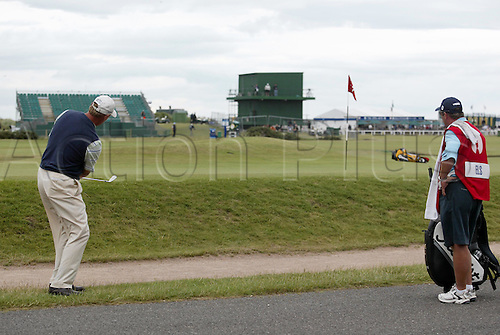 14 July 2005: South African golfer Ernie Els (RSA) plays from beside the road onto the 17th green during the first round. Els shot a 2 over par 74 in The Open Championship, The Old Course at St Andrews, Scotland. Photo: Glyn Kirk/Actionplus...050714 golf major chipping chips