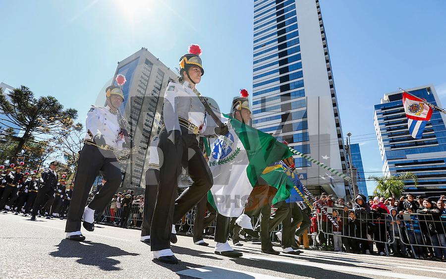 CURITIBA, PR, 07.09.2016 - DESFILE MILITAR-PR - Em comemoração da independência do Brasil, acontece na manha desta quarta-feira (07) o tradicional desfile de 7 de setembro na Avenida Cândido de Abreu, centro Cívico de Curitiba (PR). (Foto: Paulo Lisboa / Brazil Photo Press)