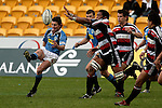 Vilame Waka Setitaia attempts to charge down David Holwells kick. Air NZ Cup week 4 game between the Counties Manukau Steelers and Northland played at Mt Smart Stadium on the 19th of August 2006. Northland won 21 - 17.