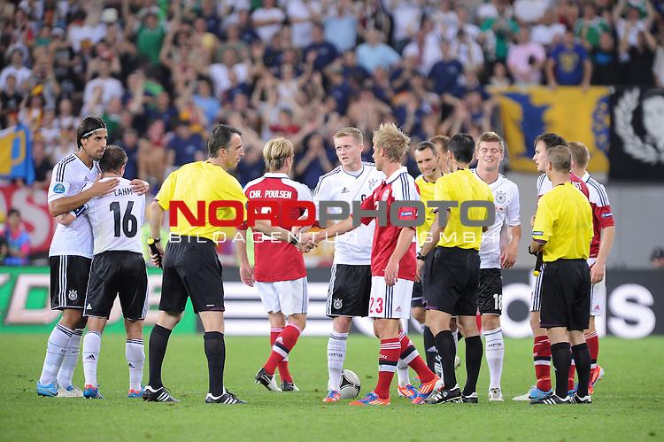 17.06.2012, Arena Lwiw, Lemberg, Euro 2012, Group b, UKR, Euro2012, Denmark (DEN) vs Germany (GER), Group B, im Bild<br />  Jubel nach dem Spiel und dank an den Gegner und Schiedsrichter <br /> v-liSami Khedira (GER #6 Madrid) Philipp Lahm (GER #16 Bayern) Deniz Aytekin (Schiedsrichter), Christian Poulsen (Denmark #02) Andr&eacute; Sch&uuml;rrle / Schuerrle (GER #9 Leverkusen) Tobias Mikkelsen (Denmark #23) Toni Kroos (GER #18 Bayern) <br /> Foto &copy; nph / Kokenge