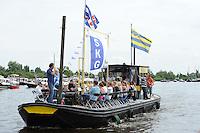 SKUTSJESILEN: GROU: Pikmar, 28-07-2012, SKS skûtsjesilen, Openingswedstrijd Grou, muziekboot, ©foto Martin de Jong