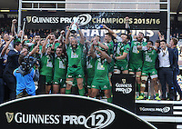 28/05/2016;Guinness Pro12 Final<br /> The Connacht team celebrate as captain John Muldoon lifts the cup.<br /> Photo Credit: actionshots.ie/Tommy Grealy