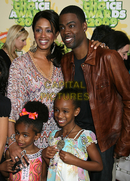 MALAAK COMPTON, CHRIS ROCK & DAUGHTERS.Nickelodeon's 2009 Kids' Choice Awards held at the UCLA Pauley Pavilion, Westwood, CA. USA, .28th March 2009..half length brown leather jacket kids Lola children wife husband family .CAP/ADM/MJ.©Michael Jade/Admedia/Capital PIctures.