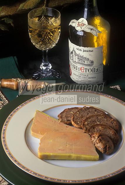 Gastronomie générale/Repas de Réveillon: Terrine de Foie Gras de canard entier mi cuit, pain aux noix toasté, servi avec un Château l'Etoile