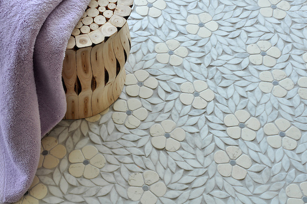 Jacqueline, a natural stone waterjet mosaic, is shown in tumbled Bianco Antico, Bardiglio, and Carrara.