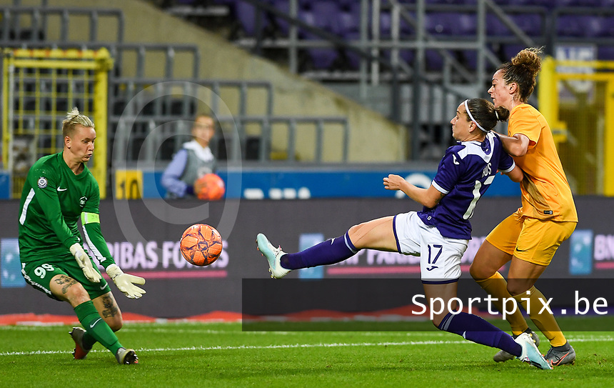 20190912 - Anderlecht , BELGIUM : Anderlecht's Laura Rus pictured in a duel with Biik's goalkeeper Oksana Zheleznyak during the female soccer game between the Belgian Royal Sporting Club Anderlecht Dames  and BIIK Kazygurt from Shymkent in Kazachstan, this is the first leg in the round of 32 of the UEFA Women's Champions League season 2019-20120, Thursday 12 th September 2019 at the Lotto Park in Anderlecht , Belgium. PHOTO SPORTPIX.BE   DAVID CATRY