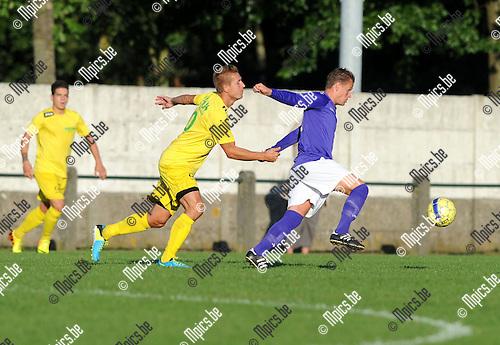 2013-08-13 / Voetbal / seizoen 2013-2014 / Sint-Lenaarts - Beerschot-Wilrijk / Joris Jaspers (Sint-Lenaarts) probeert Peter Nijs af te stoppen<br /><br />Foto: mpics.be