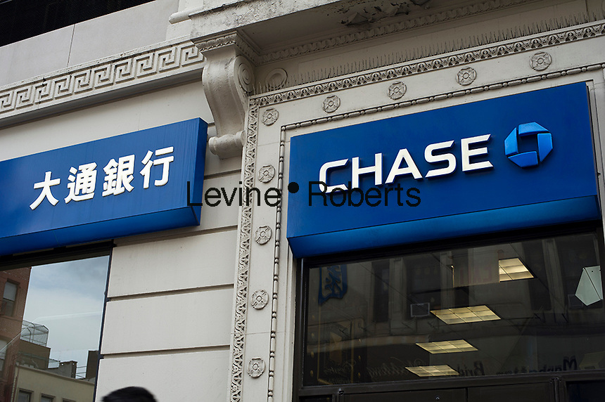 A JPMorgan Chase bank branch sign seen in Chinese and English in Chinatown in New York on Saturday, October 28, 2012.  (© Frances M. Roberts)