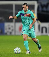FUSSBALL   CHAMPIONS LEAGUE   SAISON 2011/2012   ACHTELFINALE  Bayer 04 Leverkusen - FC Barcelona              14.02.2012 Javier Mascherano (Barca) Einzelaktion am Ball