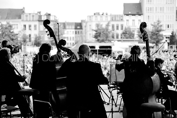 "The Royal Flemish Philharmonic orchestra DeFilharmonie playing an open air concert on the St-Jansplein in Antwerp for the ""Klassiek in de Stad"" festival (Belgium, 07/09/2008)"