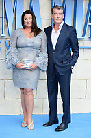 Pierce Brosnan &amp; wife Keeley arriving for the &quot;Mama Mia! Here We Go Again&quot; world premiere at the Eventim Apollo, Hammersmith, London, UK. <br /> 16 July  2018<br /> Picture: Steve Vas/Featureflash/SilverHub 0208 004 5359 sales@silverhubmedia.com