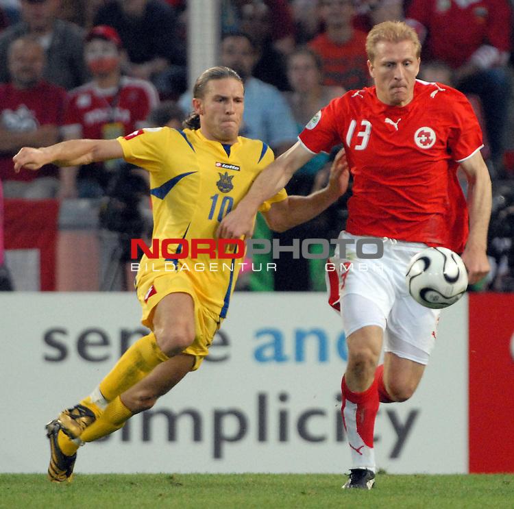 FIFA WM 2006 -  Round of Sixteen - / Viertelfinale <br /> <br /> Play    #54  (26. Juni ) Schweiz - Ukraine<br /> <br /> <br /> <br /> Andriy Voronin (UKR) gegen Stephane Grichting (SUI)<br /> <br /> <br /> <br /> Foto &copy; nordphoto