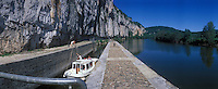 Europe/France/Midi-Pyrénées/46/Lot/Vallée du Lot/Env Saint-Cirq-Lapopie: Tourisme fluvial sur le Lot à l'écluse de Saint-Cirq-Lapopie