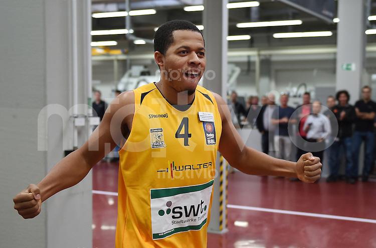 Basketball 1. Bundesliga 2014/2015 Walter Tigers Tuebingen       01.09.2014 Teampraesentation beim Hauptsponsor der Walter AG Tuebingen: Jonathan Wallace (Tigers)