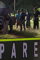 Soldados do exército montam barreira próxima a entrada da reserva Roosevelt dos indios Cinta Larga durante operação contando com participação da Funai e polícia ambiental, federal  , DNPM após  chacina contra garimpeiros que invadiram as terras indígenas e foram mortos pelos Cinta Larga..<br /> Reserva Roosevelt, Espigão do Oeste , Rondônia Brasil.<br /> Foto Paulo Santos/Interfoto<br /> 21/04/2004<br /> <br /> .