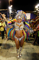 RIO DE JANEIRO, RJ, 20 DE FEVEREIRO 2012 - CARNAVAL 2012 - DESFILE BEIJA FLOR - Rainha Raissa Oliveira durante desfile da escola de samba Beija Flor no primeiro dia de desfiles das Escolas de Samba do Grupo Especial do Rio de Janeiro, no sambódromo da Marques de Sapucaí, no centro da cidade, neste domingo.  (FOTO: VANESSA CARVALHO - BRAZIL PHOTO PRESS).