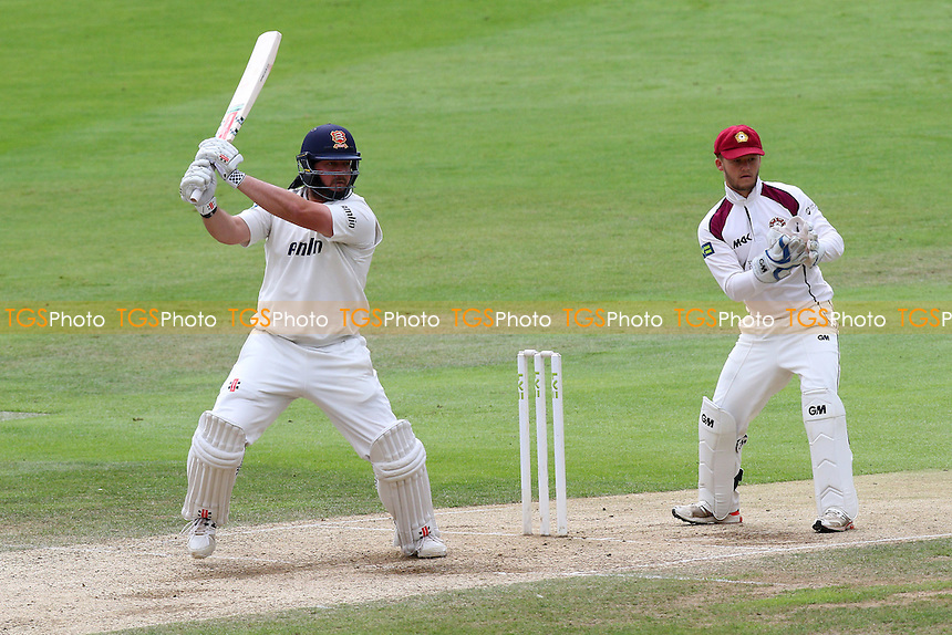 Jesse Ryder hits out for Essex CCC as Ben Duckett looks on from behind the stumps