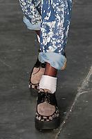 SAO PAULO, SP, 24 DE JANEIRO DE 2012 - SPFW DESFILE AMAPO - Modelo durante desfile da grife Amapo, no ultimo dia da Sao Paulo Fashion Week (SPFW), colecao outono/inverno 2012, na Bienal do Ibirapuera na regiao sul da capital paulista nessa terça-feira (24). (FOTO: VANESSA CARVALHO - NEWS FREE).