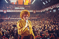 - congresso nazionale del PSI (Partito Socialista Italiano) a Milano nell'area ex Ansaldo; la cantante Ornella Vanoni (maggio1989)....- national conference of the PSI (Italian Socialist Party) in Milan; the singer Ornella Vanoni (may 1989)