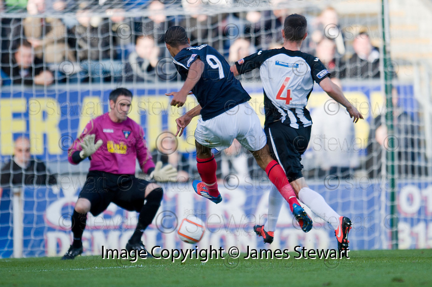 Falkirk's Lyle Taylor scores Falkirk's first goal  ...