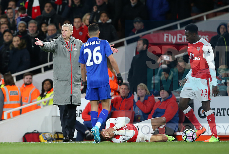 Arsenal's Arsene Wenger looks on after Alexis Sanchez goes down during the Premier League match at the Emirates Stadium, London. Picture date: April 26th, 2017. Pic credit should read: David Klein/Sportimage