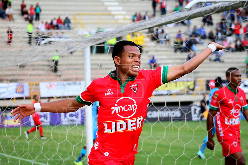 TUNJA -COLOMBIA-23-ABRIL-2016.Edis Ibarguen  de Patriotas FC  celebra su gol contra  Jaguares FC durante partido por la fecha 14 de Liga Águila I 2016 jugado en el estadio La Independencia./ Edis Ibarguen  of Patriotas FC celebrates his goal against  of Jaguares FC during the match for the date 14 of the Aguila League I 2016 played at La Independencia stadium in Tunja. Photo: VizzorImage / César Melgarejo  / Contribuidor