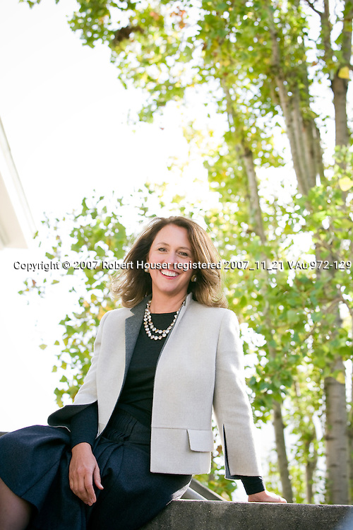 Kimberly Wright-Violich - President - Schwab Charitable: Executive portrait photographs by San Francisco - corporate and annual report - photographer Robert Houser.