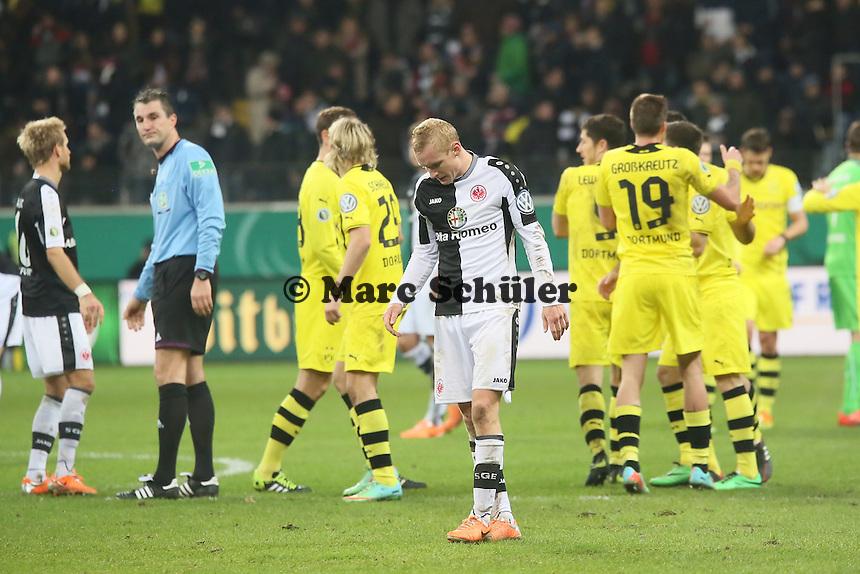 Dortmund jubelt, Sebastian Rode (Eintracht) ist enttaeuscht - Eintracht Frankfurt vs. Borussia Dortmund, DFB-Pokal Viertelfinale