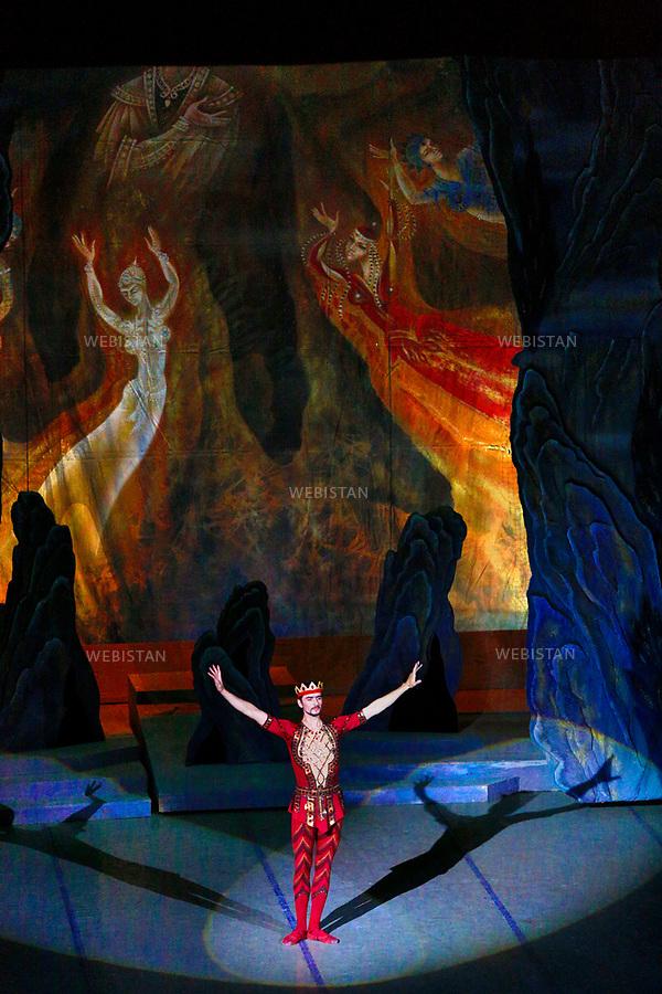 Azerbaijan, Baku, Azerbaijan State Academic Opera and Ballet Theatre, May 5, 2012<br /> A production of the Seven Beauties ballet composed in 1952 by famous Azerbaijani composer Gara Garayev, based on motifs from the Azerbaijani poet Nizami Ganjavi&rsquo;s &ldquo;Seven Beauties&rdquo; poem, written in 1197. Azerbaijan&rsquo;s literature is a unique spiritual treasure house and there is no doubt that Nizami Ganjavi is one of the greatest representatives of this literary heritage. Written in 1197, &ldquo;Seven Beauties&rdquo; (&ldquo;Yeddi Gozal&rdquo; in Azerbaijani) recounts the adventures of Bahram Gur, a prince destined to become the ruler of the world, and his encounters with seven beautiful princesses of different ethnic backgrounds. Bahram needs the wisdom of these princesses to become a worthy king. .<br /> <br /> Azerba&iuml;djan, Bakou, Acad&eacute;mie d&rsquo;&Eacute;tat d&rsquo;op&eacute;ra et de ballet de l&rsquo;Azerba&iuml;djan, <br /> 5 mai 2012 <br /> Une production du ballet Les Sept Beaut&eacute;s compos&eacute; en 1952 par le c&eacute;l&egrave;bre compositeur azerba&iuml;djanais Gara Garayev, bas&eacute; sur des po&egrave;mes de l&rsquo;auteur azerba&iuml;djanais Nizami Gandjavi, chef d&rsquo;oeuvre de la litt&eacute;rature azerba&iuml;djanaise. Nizami Gandjavi est l&rsquo;un des plus grands repr&eacute;sentants de ce patrimoine litt&eacute;raire. Ecrites en 1197, Les Sept Beaut&eacute;s (&laquo; Yeddi Gozal &raquo; en azerba&iuml;djanais) raconte les aventures de Bahram Gur, un prince destin&eacute; &agrave; devenir le ma&icirc;tre du monde, et ses rencontres avec sept belles princesses de diff&eacute;rentes origines ethniques. Bahram a besoin de la sagesse de ces princesses afin de devenir un roi digne.