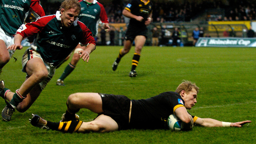 Photo: Richard Lane..London Wasps v Leicester Tigers. Heineken Cup. 05/12/2004..Josh Lewsey breaks past Lewis Moody for a try.