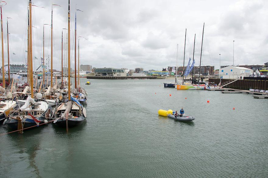 18juni Scheveningen<br /> Drukte rond de Volvo ocean race. De 3de haven is klaar voor de komst van de zeilschepen. Dutch sailing events.<br /> <br /> (c)renee teunis
