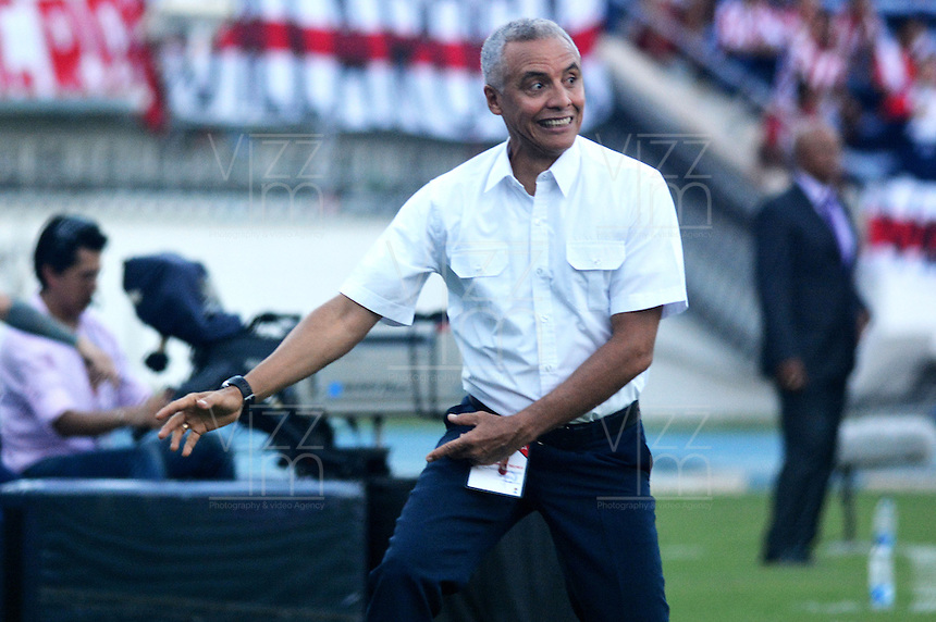 BARRANQUILLA- COLOMBIA -01-05-2016: Alexis Mendoza, técnico de Atletico Junior, durante partido entre Atletico Junior y Atletico Bucaramanga, de la fecha 16 de la Liga Aguila I-2016, jugado en el estadio Metropolitano Roberto Melendez de la ciudad de Barranquilla. / Alexis Mendoza, coach of Atletico Junior, during a match between Atletico Junior and Atletico Bucaramanga, for date 16 of the Liga Aguila I-2016 at the Metropolitano Roberto Melendez Stadium in Barranquilla city, Photo: VizzorImage  / Alfonso Cervantes / Cont.