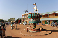 BURKINA FASO Kaya traffic island with horse / BURKINA FASO Kaya Verkehrsinsel mit Pferd