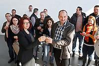 Stockstadt 17.03.2016: Einweihung der neuen Montagehalle von RMIG Nold in Stockstadt<br /> Produktionsleiter Bernd Bergener und Geschäftsführerin Claudia Lender stoßen an<br /> Foto: Vollformat/Marc Schüler, Schäfergasse 5, 65428 Rüsselsheim, Fon 0151/11654988, Bankverbindung Kreissparkasse Gross Gerau BLZ. 50852553 , KTO. 16003352. Alle Honorare zzgl. 7% MwSt.