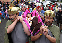 BOGOTA -COLOMBIA. 3-ABRIL-2015. Feligreses de la parroquia del Barrio Egipto escenifican la pasion y muerte de Jesuscristo el hijo de Dios hoy viernes santo. / Parishioners of Barrio Egipto  staged the passion and death of Jesus Christ the son of God today Good Friday .   Photo: VizzorImage/ Felipe Caicedo / Staff