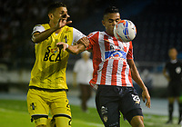 BARRANQUILLA - COLOMBIA, 29-04-2018: Luis Díaz (Der.) jugador de Atlético Junior disputa el balón con Jonathan Pérez (Izq.) jugador de Alianza Petrolera, durante partido de la fecha 18 entre Atlético Junior y Alianza Petrolera, por la Liga Aguila I - 2018, jugado en el estadio Metropolitano Roberto Melendez de la ciudad de Barranquilla. / Luis Diaz (R) player of Atletico Junior vies for the ball with Jonathan Pérez (L) player of Alianza Petrolera, during a match of the 18th date between Atletico Junior and Alianza Petrolera, for the Liga Aguila I - 2018 at the Metropolitano Roberto Melendez Stadium in Barranquilla city, Photo: VizzorImage  / Alfonso Cervantes / Cont.