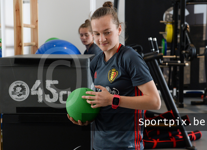 20170608 – TUBIZE , BELGIUM : illustration picture shows a part of the red flames team with Elke Van Gorp during a fitness and physical session at the fitnessroom of the Belgian national women's soccer team Red Flames trainingscamp to prepare for the Women's Euro 2017 in the Netherlands, on Thursday 8 June 2017 in Tubize.  PHOTO SPORTPIX.BE | DAVID CATRY