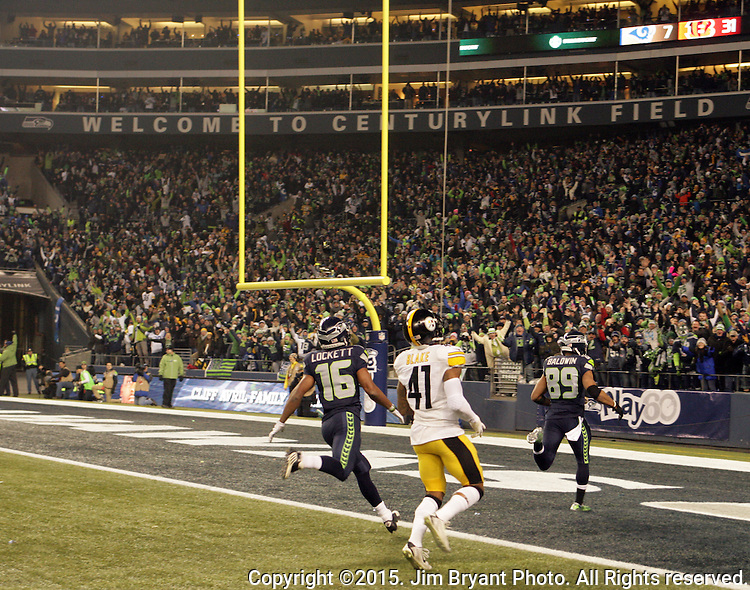 Seattle Seahawks wide receiver Doug Baldwin (89) runs for an 80-yard touchdown in their game against the Pittsburgh Steelers at CenturyLink Field in Seattle, Washington on November 29, 2015.  The Seahawks beat the Steelers 39-30.      ©2015. Jim Bryant Photo. All Rights Reserved.