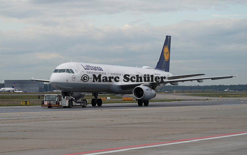 A321 der Lufthansa - Frankfurt 16.10.2019: Eichwaldschuele Schaafheim am Frankfurter Flughafen