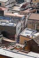 Meta di Sorrento. La casa di Schettino (con la facciata grigia).