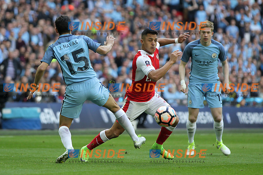 Alexis Sanchez of Arsenal goes past Jesus Navas of Manchester City <br /> London 23/04/2017 <br /> Arsenal vs Manchester City - FA Cup Semi Final <br /> Foto Darren Staples/PHCImages / Panoramic/Insidefoto <br /> ITALY ONLY